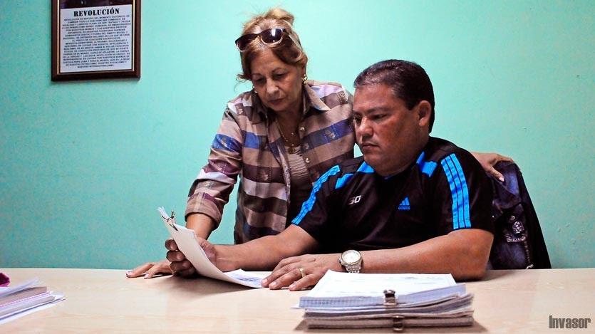 Directora y subdirector de contabilidad
