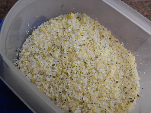 Sal aromatizado com limão e orégãos