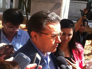 Carlos Siqueira fala com a imprensa após participar de reunião do PSB  (Foto: Filipe Matoso/G1)