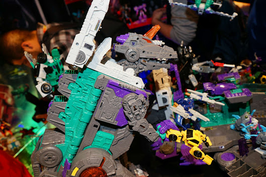 Toy Fair 2017 Trypticon display images - Transformers News - TFW2005