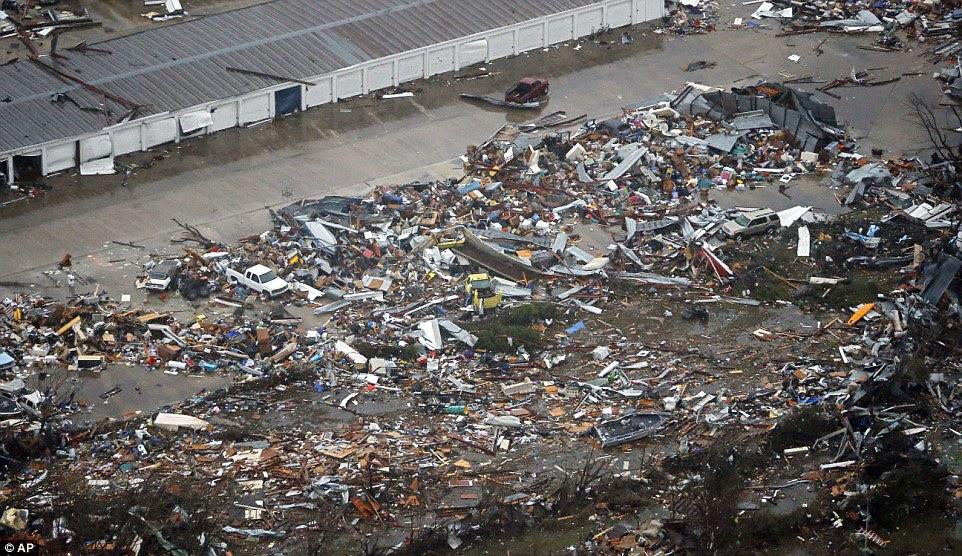 EEUU ZONA DE DESASTRE: DEVASTADORES TORNADOS DEJAN MAS DE 40 MUERTOS