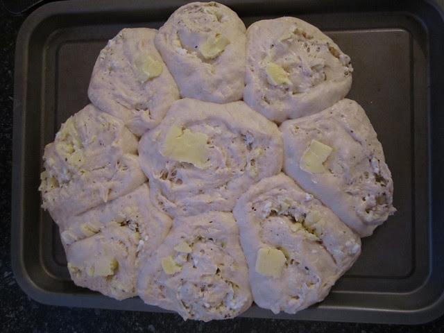 cheesy garlic bread 002