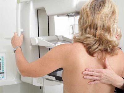 Las mamografías ayudan a la detección.