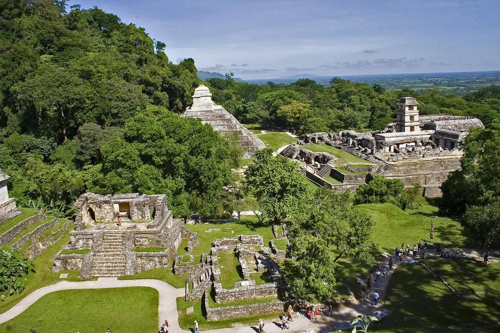 http://www.ameriquedusud.org/wp-content/uploads/2012/04/ville-antique-maya-palenque.jpg