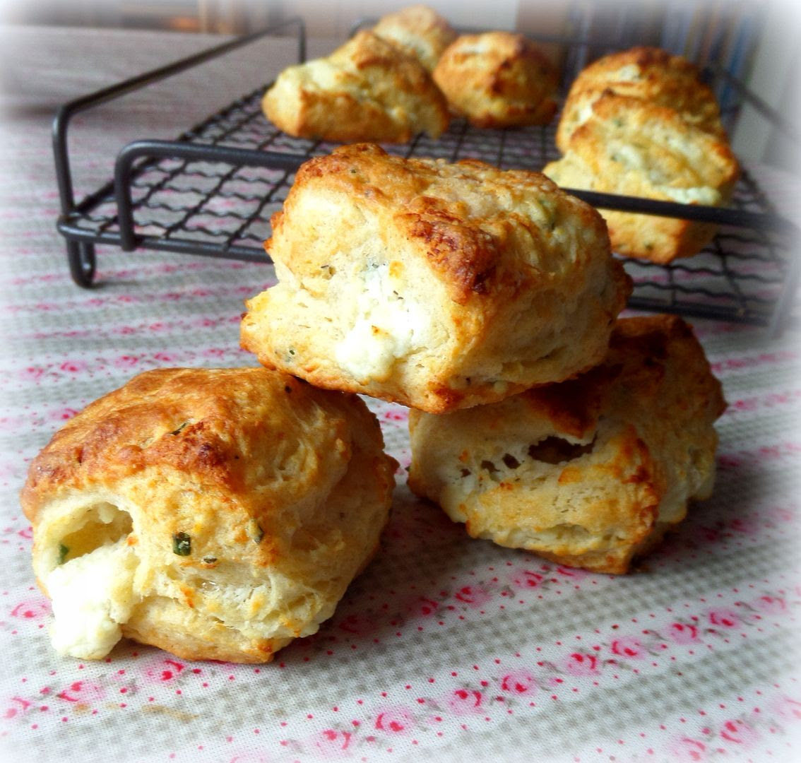 The English Kitchen: Flaky Goat Cheese and Chive Biscuits