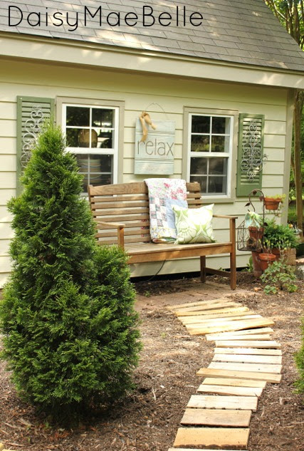 How to Make a Path out of Pallets @ DaisyMaeBelle