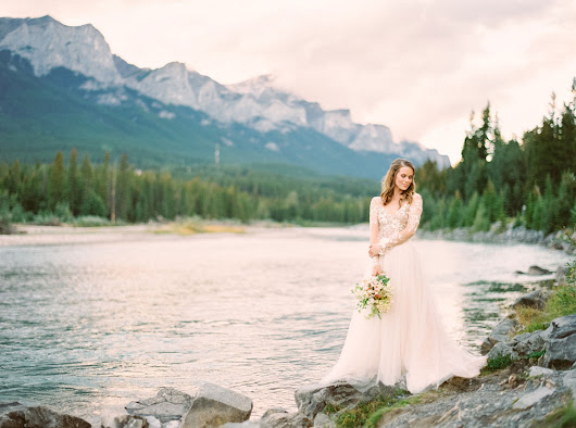 A Styled Mountain Elopement in Canada |  Luxe Mountain Weddings | Mountain Destination Weddings   A Styled Mountain Elopement in Canada | Boutique Print Magazine & Destination Wedding Blog