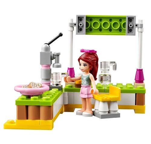 LEGO-Friends-Mias-Lemonade-Stand-41027-3