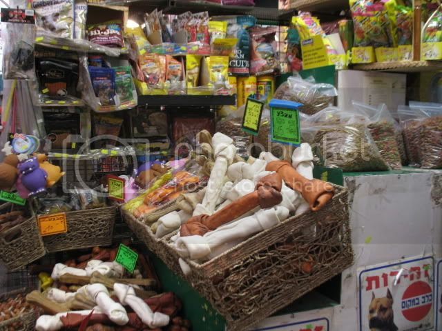 Jerusalem's Machane Yehuda Open Market, dogs, too