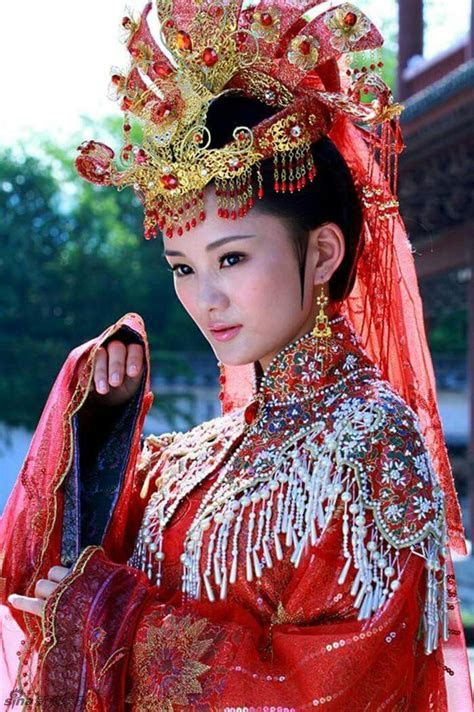 Best 25  Chinese bride ideas on Pinterest   Traditional