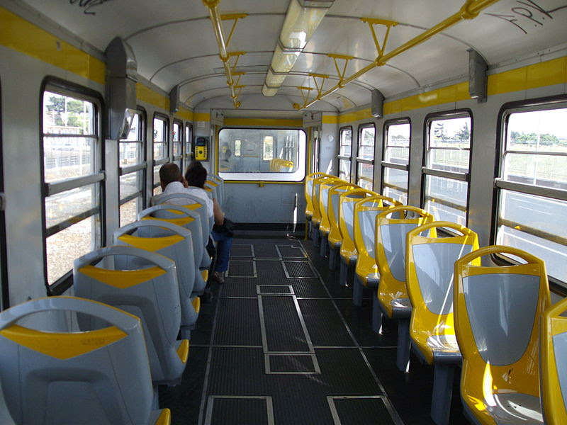 File:Interno Treno Roma-Giardinetti 2008.jpg