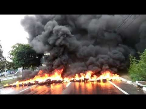 Pneus queimados bloqueiam BR-101 sul no início da manhã desta sexta, em Natal