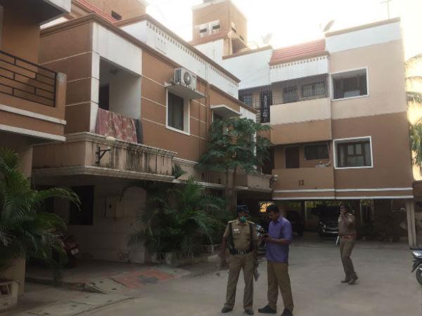 TV Actress Sabarna commits Suicide