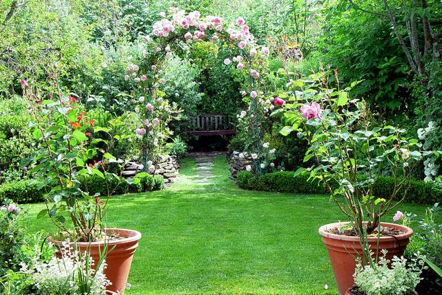 The Ideal Garden For Your House | Home Update Gadgets and Interior ...