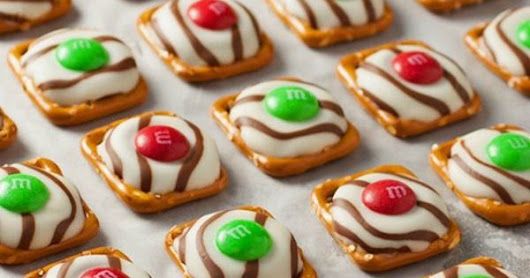 This fun, EASY Christmas Treat Recipe is sure to be a hit! With ONLY 3 ingredients, you can whip up these Pretzel M&M Hugs for gifts or to add to y… | Pinteres…