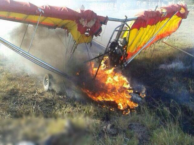 Ultraleve pega fogo em Itabaiana (Foto: Alessandro Lima/Internauta)