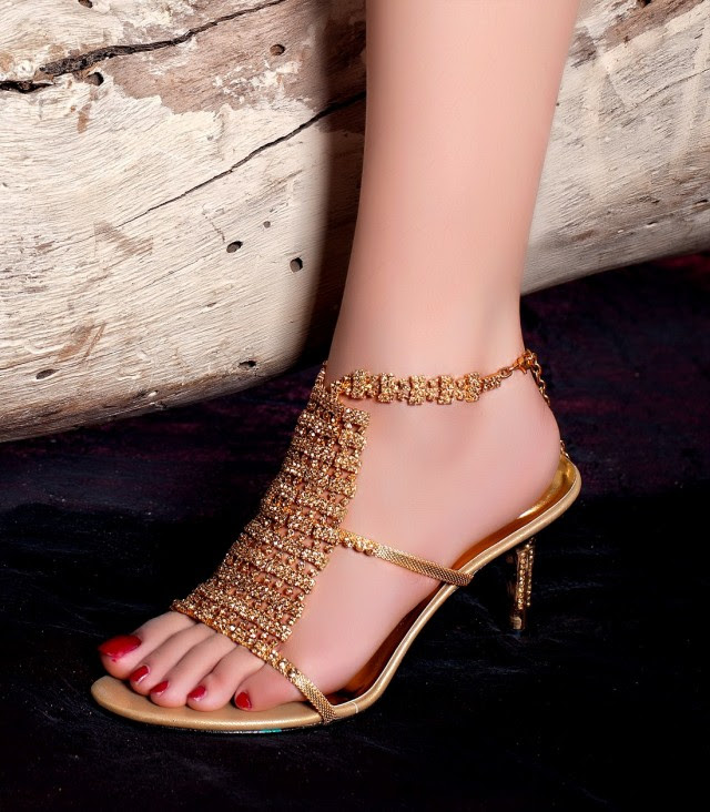 Girls-Womens-Beautiful-Fancy-High-Shoes-Eid-Footwear-Collection-2013-by-Metro-Shoes-7