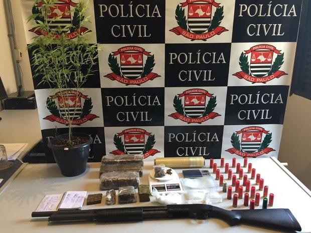 Homem foi preso por tráfico no Parque dos Príncipes em Jacareí (Foto: Divulgação/ Polícia Civil)