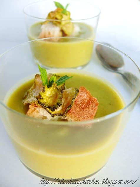 Crema di zucchine con crostini all'aglio e chips a scapece