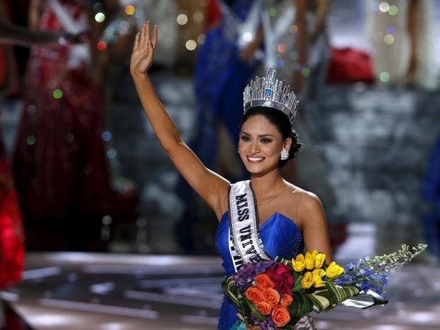 Pia Alonzo Wurtzbach acena após ser coroada Miss Universo 2015 (Foto: Steve Marcus/Reuters)