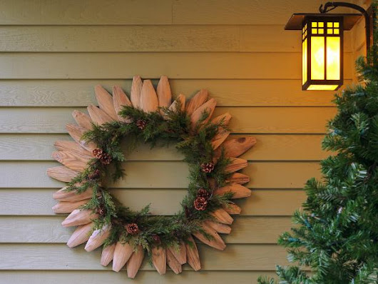 How to Make a Wreath From Fence Pieces and Garland