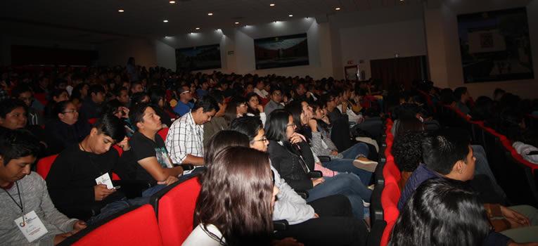 jovenes-universitarios-disfrutan-la-experiencia-de-foro-ug-ugto