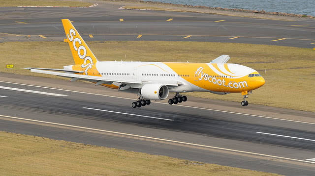 Scoot plane touching down in Sydney on 5 June 2012
