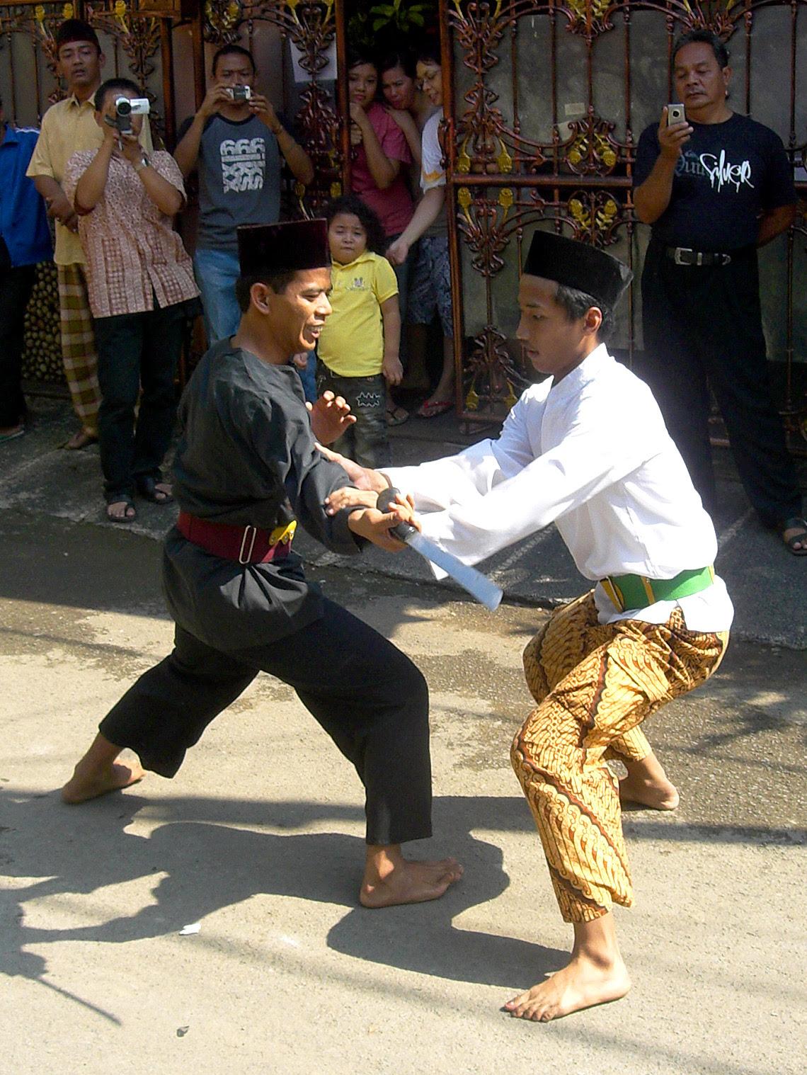 http://upload.wikimedia.org/wikipedia/commons/5/57/Pencak_Silat_Betawi_2.jpg