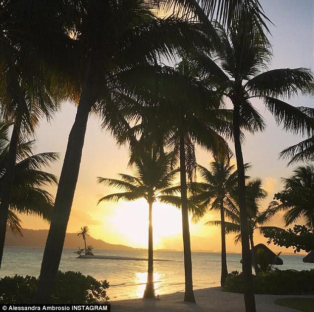 Longe: & nbsp; Bora Bora é uma pequena ilha do Pacífico Sul a noroeste de Tahiti na Polinésia Francesa