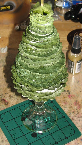 25 Days of Hand Crafted Gifts & Orn. - Vint Paper Christmas Tree 016
