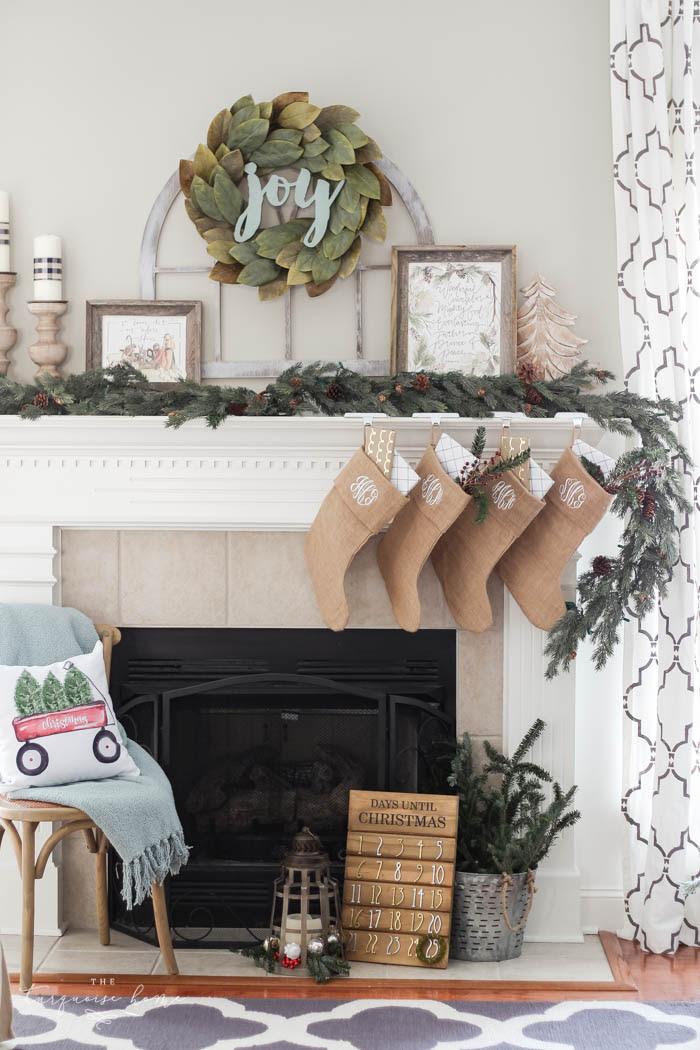 magnolia-wreath-christmas-mantel-decor-44