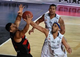 FLAMENDO X BAURU, jogo 3, final NBB (Foto: André Durão)