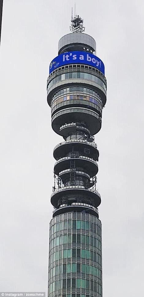 La BT Tower en Fitzrovia, Londres, también se unió a las festividades con un letrero que anunciaba '¡es un niño!'