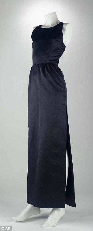 O vestido preto usado pela atriz Audrey Hepburn no filme Breakfast 1961, em Tiffany