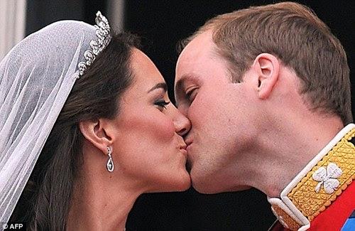 """Sabe por que o tumblr tá dominado por gifs e fotos do casamento do Príncipe William com a Kate Middleton? Porque a gente é tão julgado por acreditar em contos de fadas, que quando há uma prova de que eles existem, ela deve ser explícita pra todos, para calar a boca dos que julgaram """"idiotice""""."""