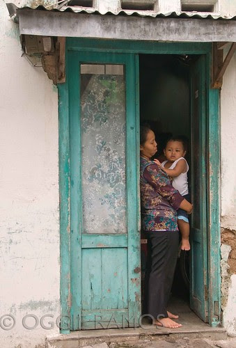 Indonesia - Solo Kraton Mother & Child