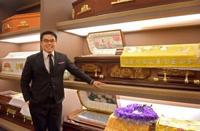 梁先生放弃当空军机师,服役后投身殡葬业。