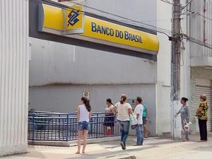 Assaltantes podem ter levado R$ 1,5 milhão de agência do Banco do Brasil em MG (Foto: Reprodução EPTV)