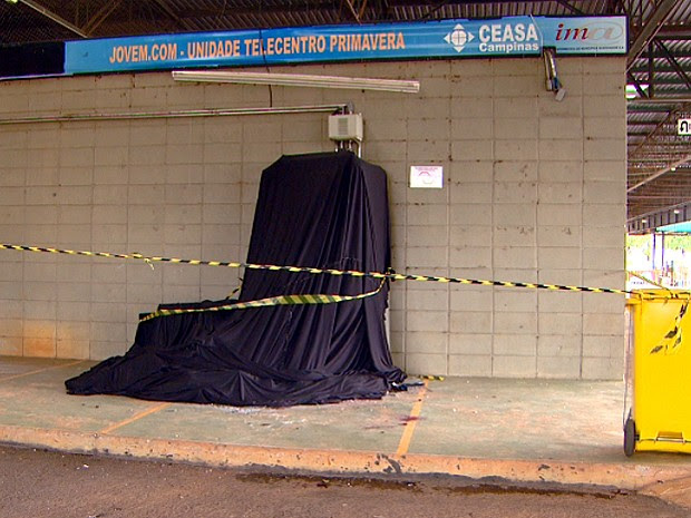 Caixa eletrônico explodido na Ceasa Campinas nesta quarta-feira (Foto: Reprodução / EPTV)