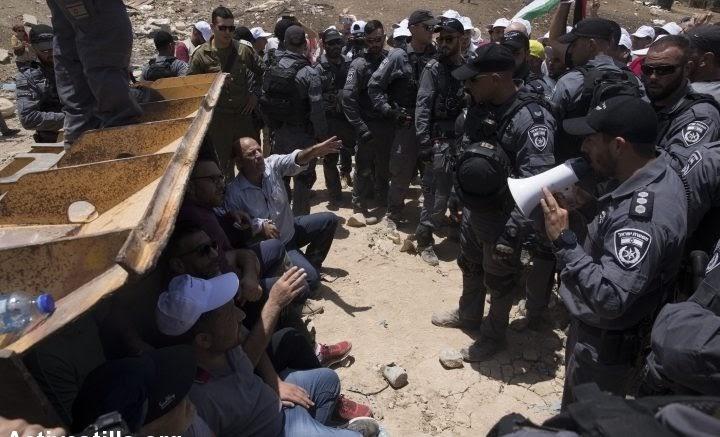VOCI DALLA STRADA: Khan al Ahmar, l'ultima possibilità di sopravvivenza dello stato palestinese