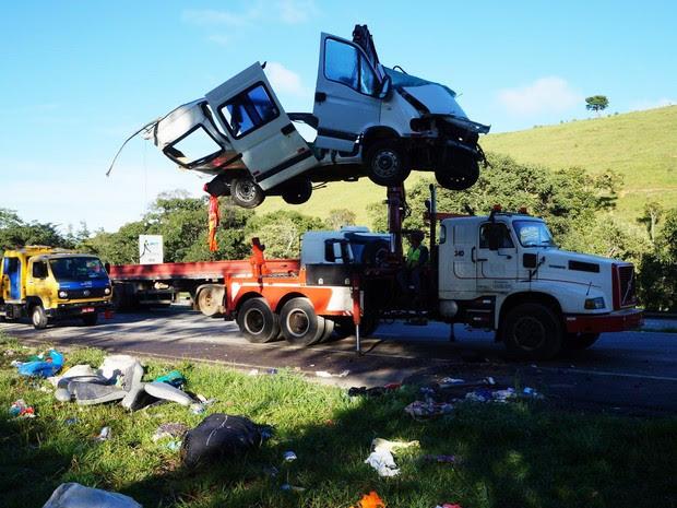 Sete pessoas morreram no acidente em Oliveira (Foto: Marcelo Praxedes/Divulgação)