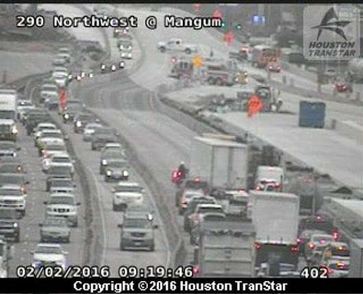 Crash shuts down Northwest Freeway