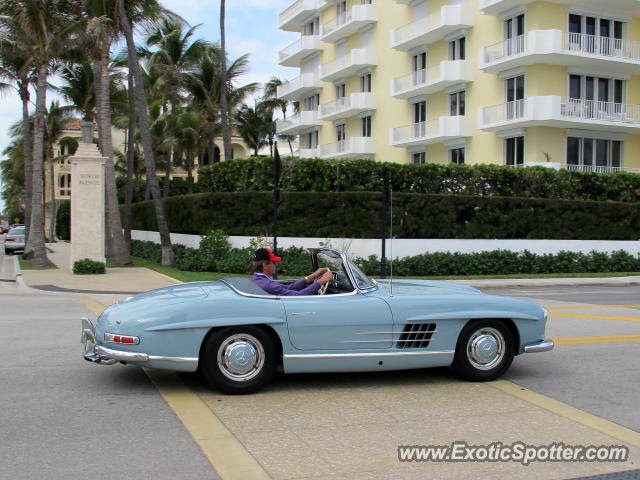 Mercedes 300SL spotted in Palm Beach, Florida on 12/30/2012