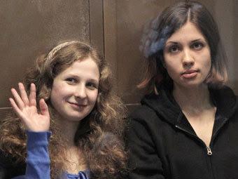 Мария Алехина и Надежда Толоконникова. Фото РИА Новости, Андрей Стенин