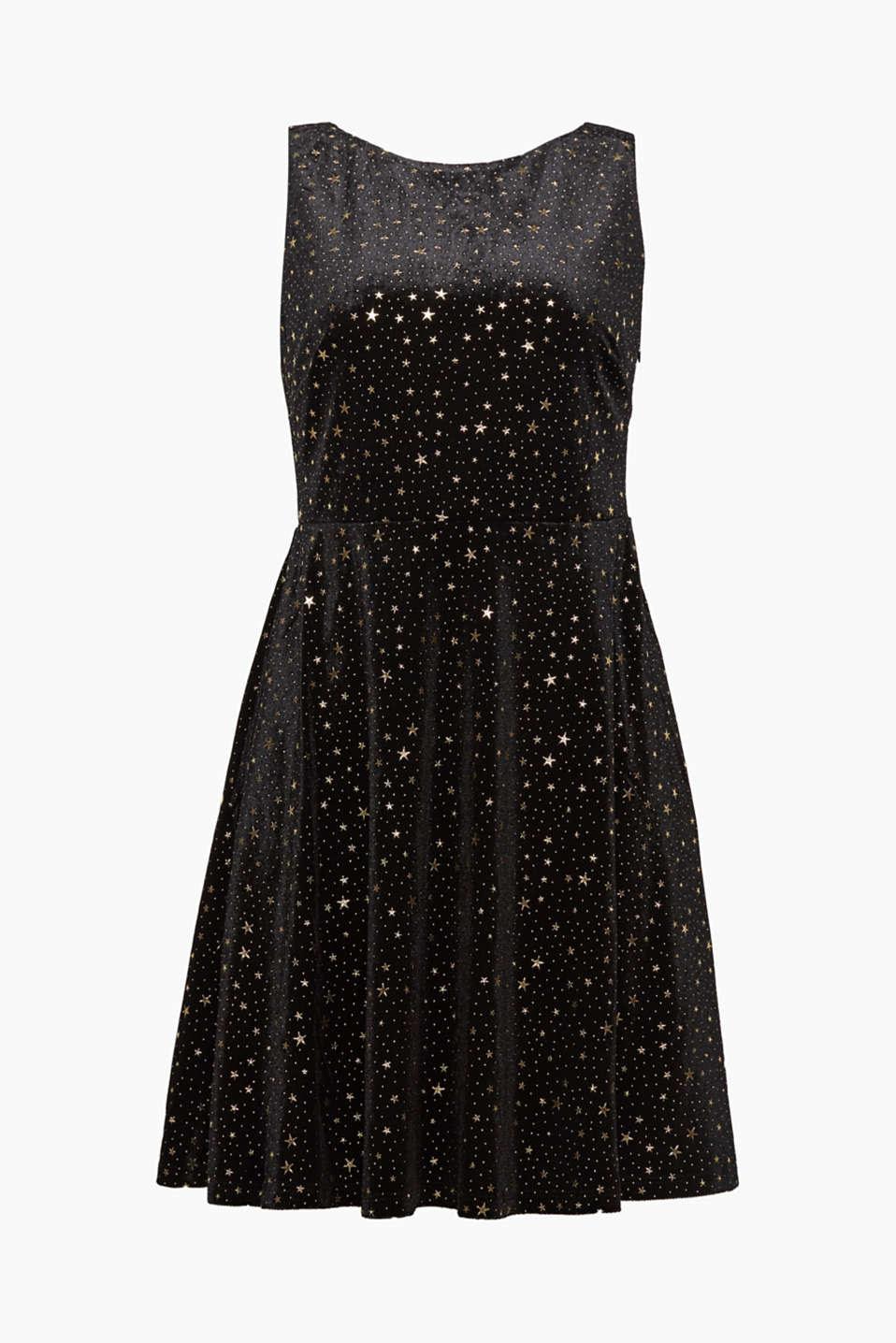 Adoriamo il velluto e questo abito con stampa a stelline con confortevole stretch e scollo dietro a sorpresa!