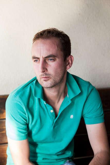 Homem gasta quase R$ 3 milhões com médium para que ela fizesse sua falecida namorada reencarnar