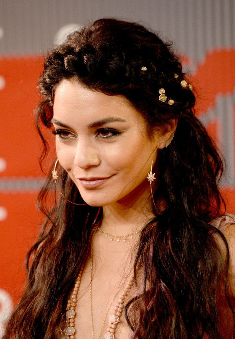 http://www.celebzz.com/wp-content/uploads/2015/08/vanessa-hudgens-at-2015-mtv-video-music-awards_3.jpg