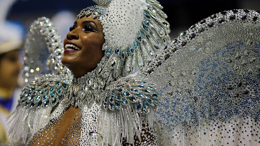Rio's carnival in full swing with elite samba school parades | Euronews