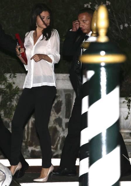 Selena Gomez deixando o hotel