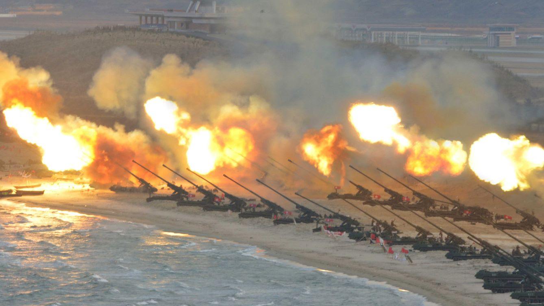 Foto: Piezas de artillería disparan durante un ejercicio militar, en una imagen difundida por la agencia oficial norcoreana en marzo de 2016. (Reuters)